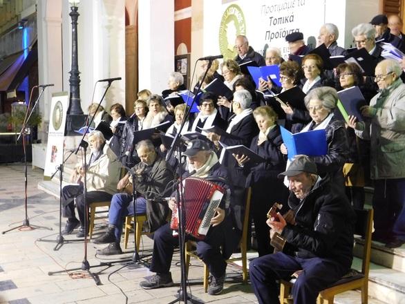 Πάτρα - Καταχειροκροτήθηκε η Χορωδία και Ορχήστρα «Belle Époque» στην πλατεία Γεωργίου (φωτο)