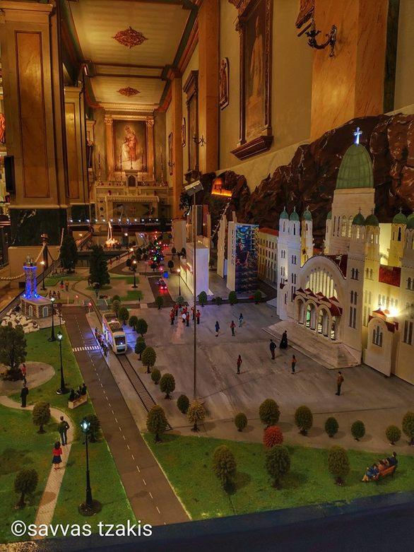 Το Χριστουγεννιάτικο σκηνικό που εντυπωσιάζει στην Πάτρα δεν είναι σε πλατεία! (pics)