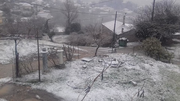 """Χιόνισε στο Λεόντιο Αχαΐας - """"Φόρεσαν"""" τα λευκά τους τα σπίτια του χωριού! (φωτο)"""