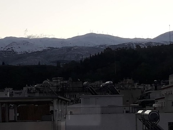 """Χιόνια απέναντι από την Πάτρα - Στα """"λευκά"""" η Παλιοβούνα και η Βαράσοβα (pics)"""