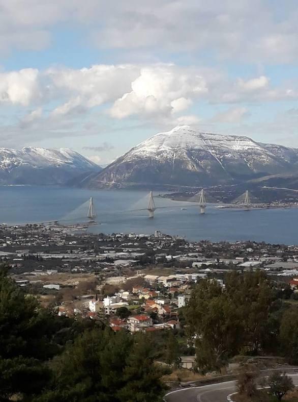 Η Γέφυρα με φόντο τα χιονισμένα βουνά της Αιτωλοακαρνανίας (φωτο)