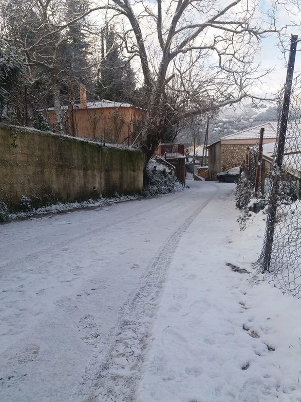 """Ο χιονιάς """"σκέπασε"""" το Λεόντιο Αχαΐας και το έκανε ακόμα πιο γραφικό (φωτο)"""