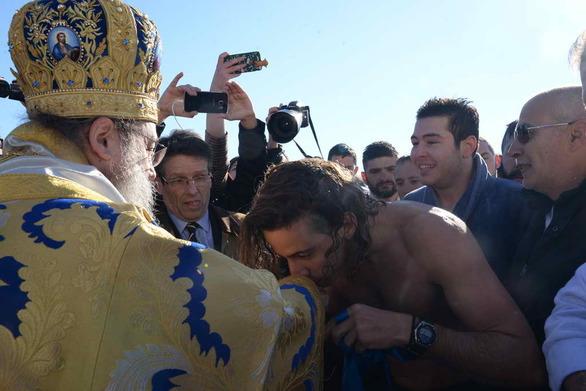 Με λαμπρότητα η μέρα των Θεοφανείων στην Πάτρα - Νέες φωτογραφίες και βίντεο