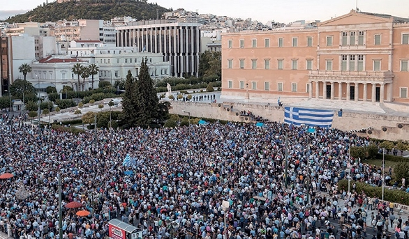 Πατρινοί ετοιμάζονται για το συλλαλητήριο στην πλατεία Συντάγματος - Μπροστάρης η Εκκλησία