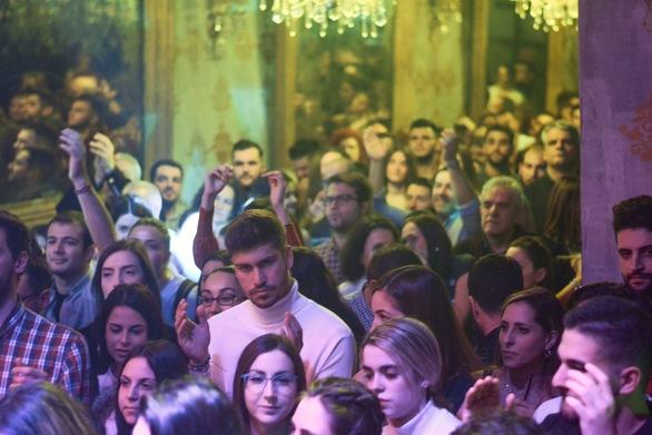 Ο Χρήστος Θηβαίος ταξίδεψε το κοινό της Πάτρας και μίλησε στην καρδιά του (pics)