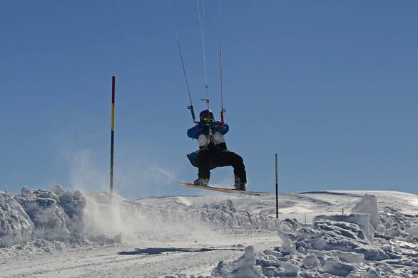 Πετώντας στις χιονισμένες πλαγιές του Παναχαϊκού! (φωτο)