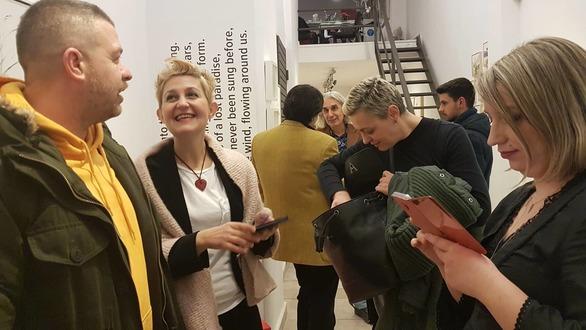 """Πάτρα: Με επιτυχία τα εγκαίνια της έκθεσης του Νίκου Κρυωνίδη """"Ίχνη Διαφυγής"""" (pics)"""