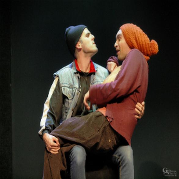 ΑΡΚΑΣ - «Επείγοντα περιστατικά: Εχθροί εξ' αίματος - βιολογικός μετανάστης» στο Από Κοινού Θέατρο