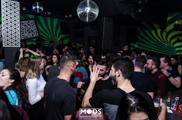 Τrash party... έχει γίνει must στην πόλη (φωτό)