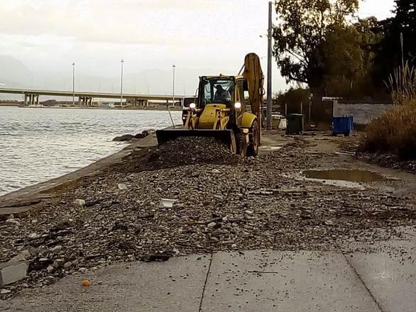 Πάτρα - Καθαρίστηκαν οι παραλιακοί δρόμοι που «χτυπήθηκαν» από την κακοκαιρία (φωτο)