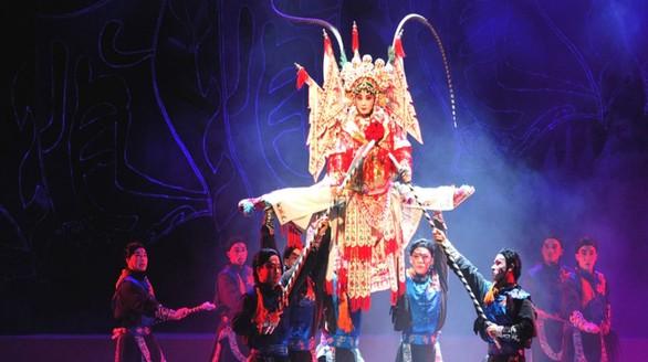 Οι Κινέζοι καταφτάνουν στο Πατρινό Καρναβάλι - Μαζί τους και ο πρέσβης της Κίνας