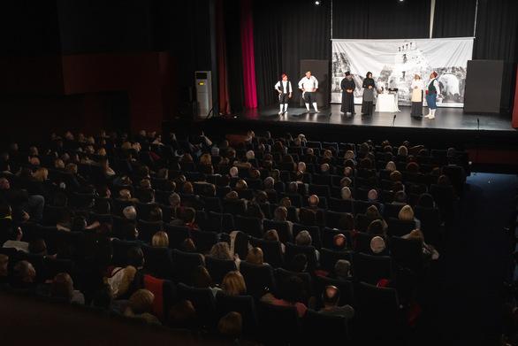 """Όμορφες εντυπώσεις άφησε στο Πατρινό κοινό η παράσταση """"Σκαρτσοφόλι"""" (pics)"""