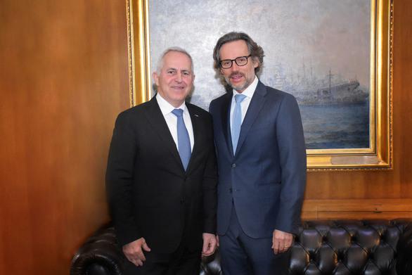 Συνάντηση Ευάγγελου Αποστολάκη με τους Πρέσβεις της Τουρκίας & της Γερμανίας!