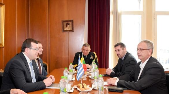 ΟΠαναγιώτης Ρήγας, δέχθηκεστο γραφείο του, τον Υφ. Εθνικής Άμυνας της Λιθουανίας (φωτο)