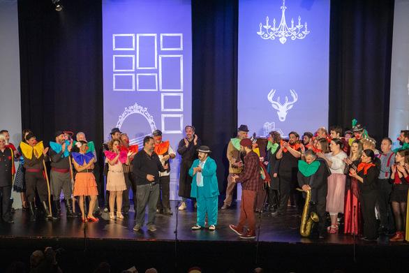 """Σε εορταστικό κλίμα απονεμήθηκαν τα βραβεία του 11ου Πανελλήνιου Φεστιβάλ Σάτιρας """"Μώμος ο Πατρεύς"""" (φωτο)"""
