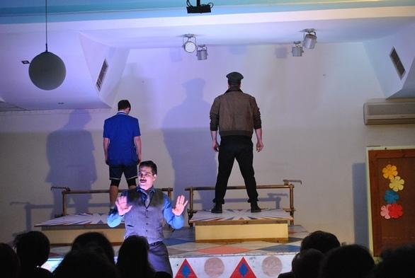 """Πάτρα: Η παράσταση """"ΜΑΜ"""" πήγε στην Κίνηση Πρόταση (φωτο)"""