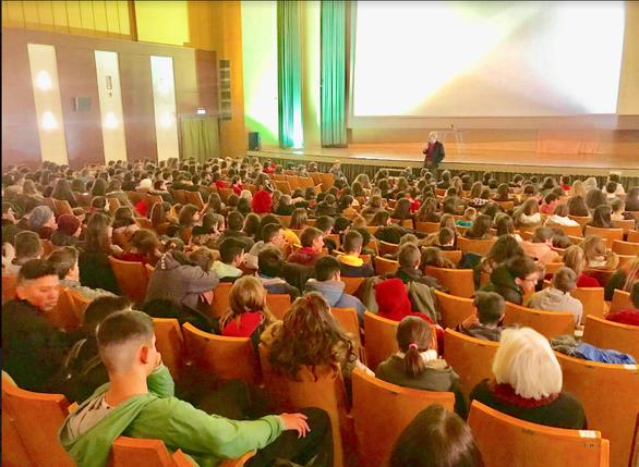 Με επιτυχία η ομιλία του Άγγελου Τσιγκρή στο Αίγιο (φωτο)