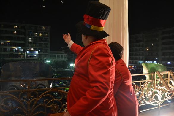 Τσικνοπέμπτη με σοκολάτες και Πατρινό Καρναβάλι στα αθηναϊκά τηλεοπτικά κανάλια