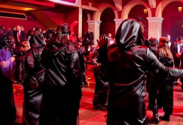 Μπουρμπούλια - Ξεκινά το μυστήριο των μαύρων ντόμινο στην Πάτρα