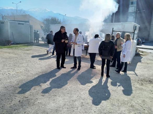 Το τσίκνισαν στο νοσοκομείο του Αγίου Ανδρέα στην Πάτρα (pics)