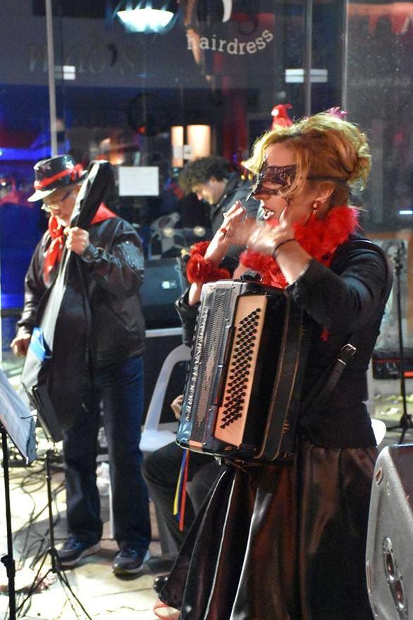 Ένα τεράστιο πάρτυ στο κέντρο της Πάτρας! (pics)