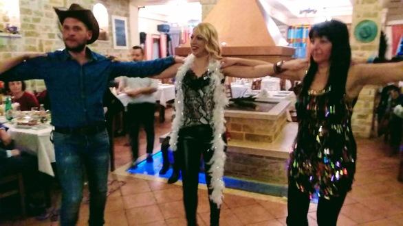 Με μεγάλη επιτυχία έγινε ο Αποκριάτικος Χορός του Παγκαλαβρυτινού Συλλόγου Πατρών (φωτο)