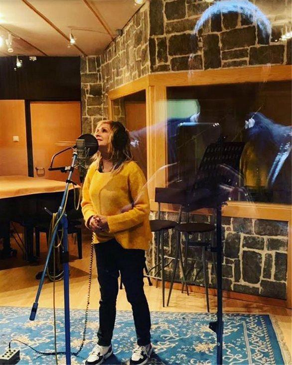 Έρχεται το νέο album της Άννας Βίσση (pics+video)