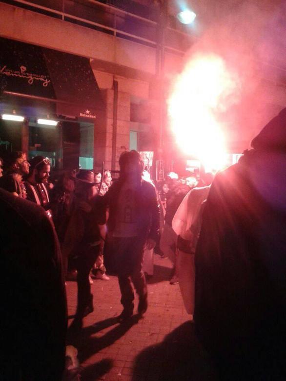 Άναψαν καπνογόνο στη Ρήγα Φεραίου και φώναζαν για τη... Μακεδονία!