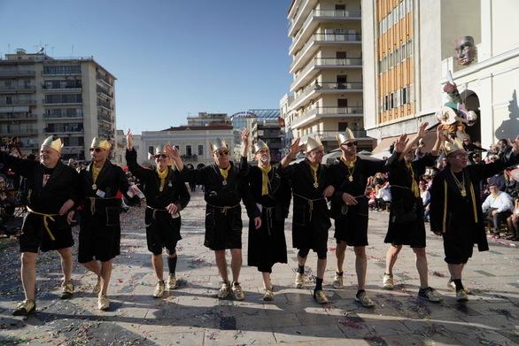 Οι 11 Ριχάρδοι της Πάτρας τα... έσπασαν στην παρέλαση!