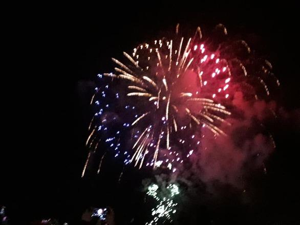 Πλήθος κόσμου, λάμψη, πυροτεχνήματα και θέαμα στην τελετή λήξης του Πατρινού Καρναβαλιού!