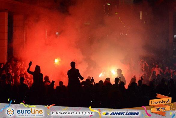 Τα καπνογόνα έβαλαν σε άλλη διάσταση την παρέλαση της Κυριακής - Δείτε φωτoγραφίες
