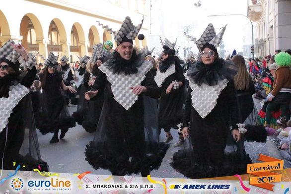 """Οι """"Kαρτέλ"""" ήταν μία άλλη νότα στη μεγάλη παρέλαση του Πατρινού Καρναβαλιού"""