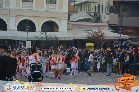 Όταν εκατοντάδες POP CORN ξεχύθηκαν στους δρόμους της Πάτρας - Το γκρουπ που εντυπωσίασε! (pics)