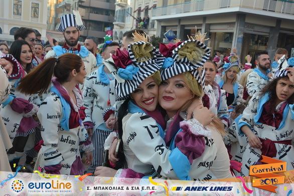Το πλήρωμα 172 ενθουσίασε στο Πατρινό Καρναβάλι με τη φινετσάτη του στολή! (φωτο)