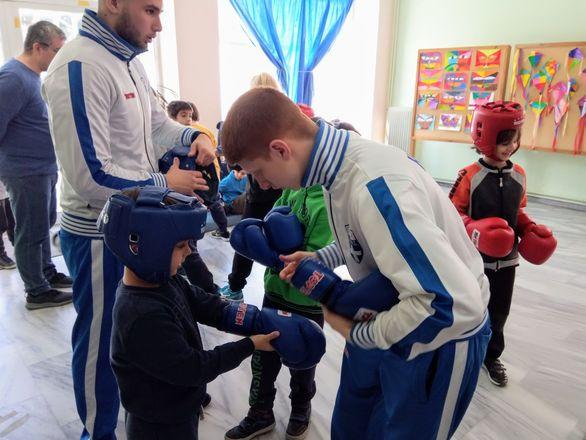 Πρώτο θρανίο πήγε η πυγμαχία στο 1ο Δημοτικό Σχολείο της Πάτρας