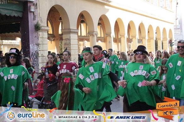"""Οι τζογαδόροι, συμμετείχαν στο Πατρινό Καρναβάλι, ζητώντας """"Μια παρτίδα ακόμα""""! (φωτο)"""