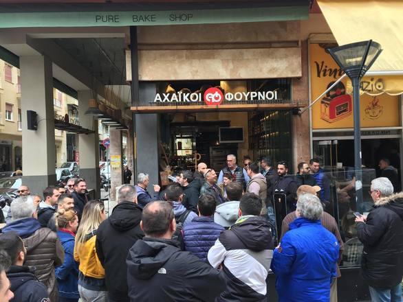 Πάτρα: Στιγμές έντασης - Ομάδες περιφρούρησης του ΣΚΕΑΝΑ προστατεύουν την απεργία (pics+vids)