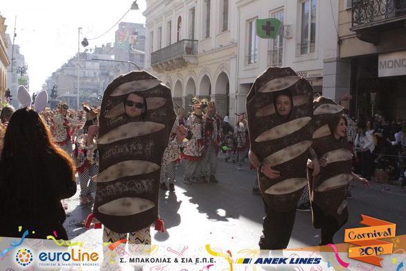 Πατρινό Καρναβάλι και... ξερό ψωμί! (pics)