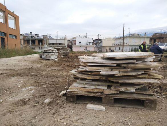 Πάτρα - Διαμορφώνεται η πλατεία στην περιοχή των Ιτεών (φωτο)