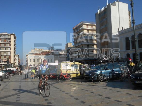 Πάτρα: Ο Αμερικανός Πρέσβης Τζέφρι Πάιατ έκανε προθέρμανση στην πλατεία Γεωργίου!