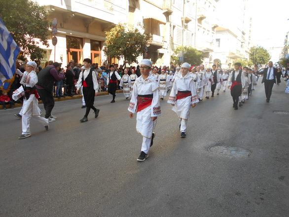 Λαμπρή παρέλαση στην Πάτρα με ήλιο και κόσμο - Οι νέοι τίμησαν την Εθνική Επέτειο (pics)