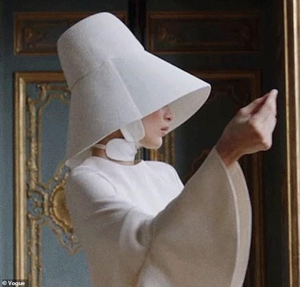 Η Bella Hadid φωτογραφίζεται αλά Audrey Hepburn (φωτο+video)