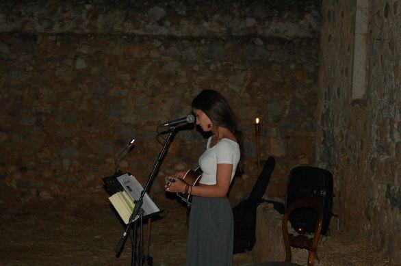 Δέσποινα Γκοτσοπούλου - Η Πατρινή που με τη μουσική της, ακολουθεί το... φως του φεγγαριού!