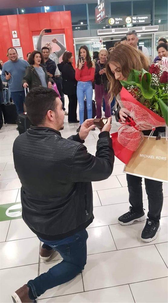 Υπερπαραγωγή πρόταση γάμου στο αεροδρόμιο της Λάρνακας (pics+video)