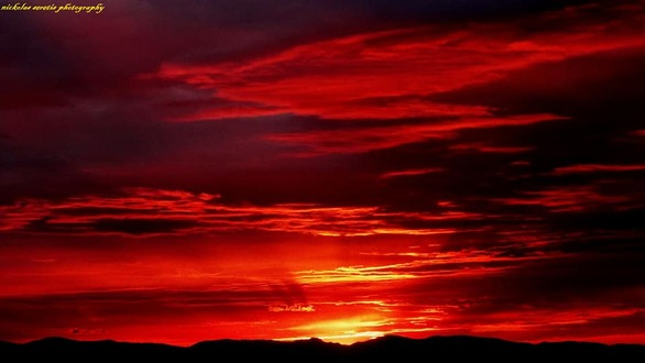 Όλα στο κόκκινο - Το ματωμένο ηλιοβασίλεμα της Πάτρας (pics)