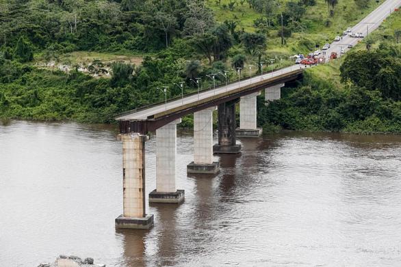 Κατέρρευσε γέφυρα στην Βραζιλία (φωτο)
