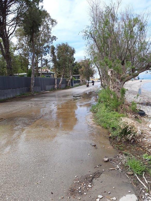 Πάτρα: Πεζός ή οδηγός, ο δρόμος στο Ακταίο του Ρίου είναι... σκορπιός! (pics)