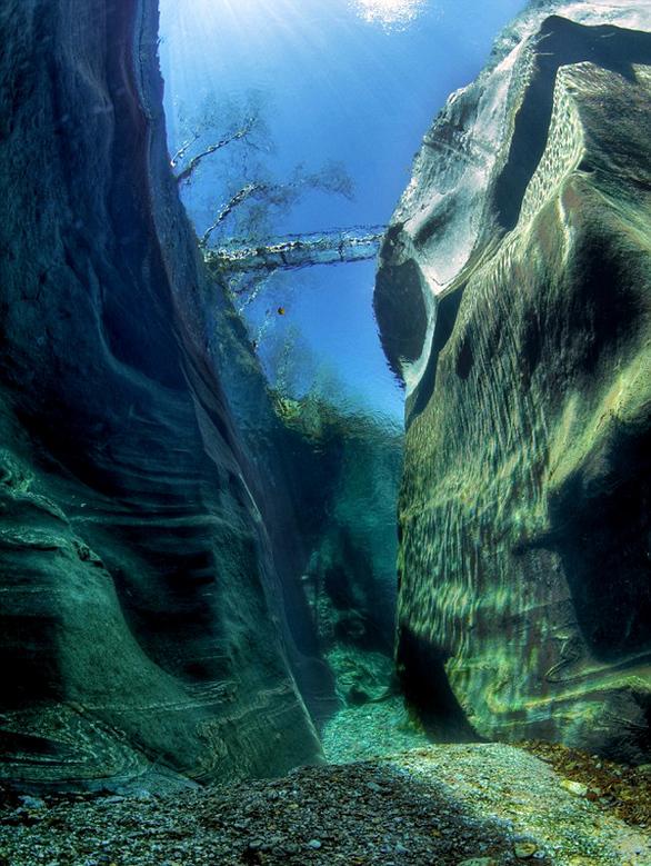 Στην Ελβετία ένας από τους πιο καθαρούς ποταμούς του κόσμου