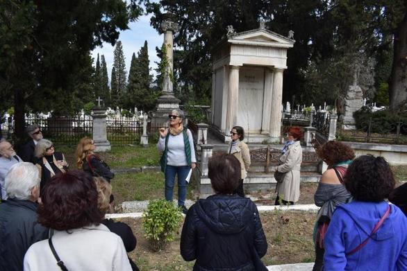 ΚοινοΤοπία: Με επιτυχία πραγματοποιήθηκε η επίσκεψη - ξενάγηση στο A' Νεκροταφείο της Πάτρας (pics)