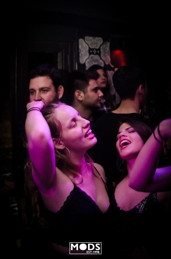Trash party - Τα ηχεία δυναμώνουν και οι θαμώνες ξεφαντώνουν στο καλύτερο πάρτι της Πάτρας!